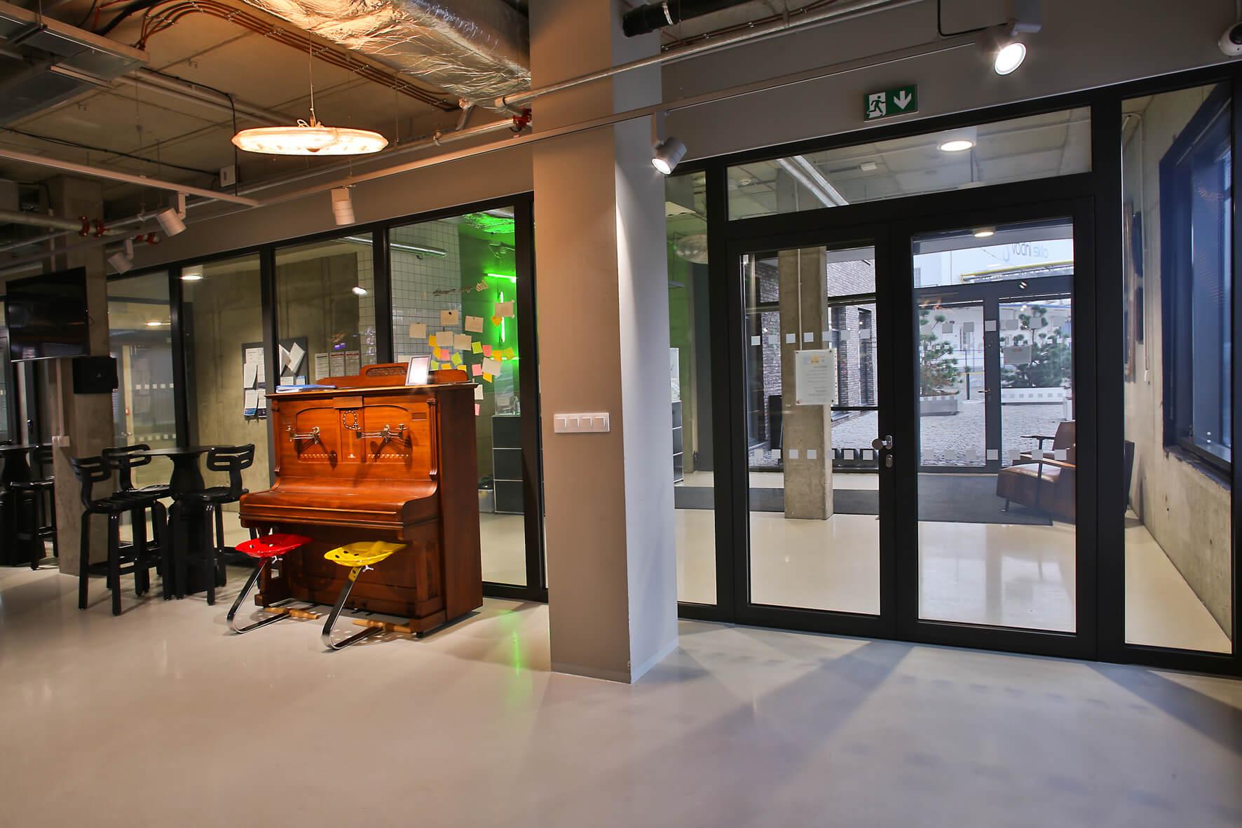 Protipožární a transparentní řešení příček v interiéru