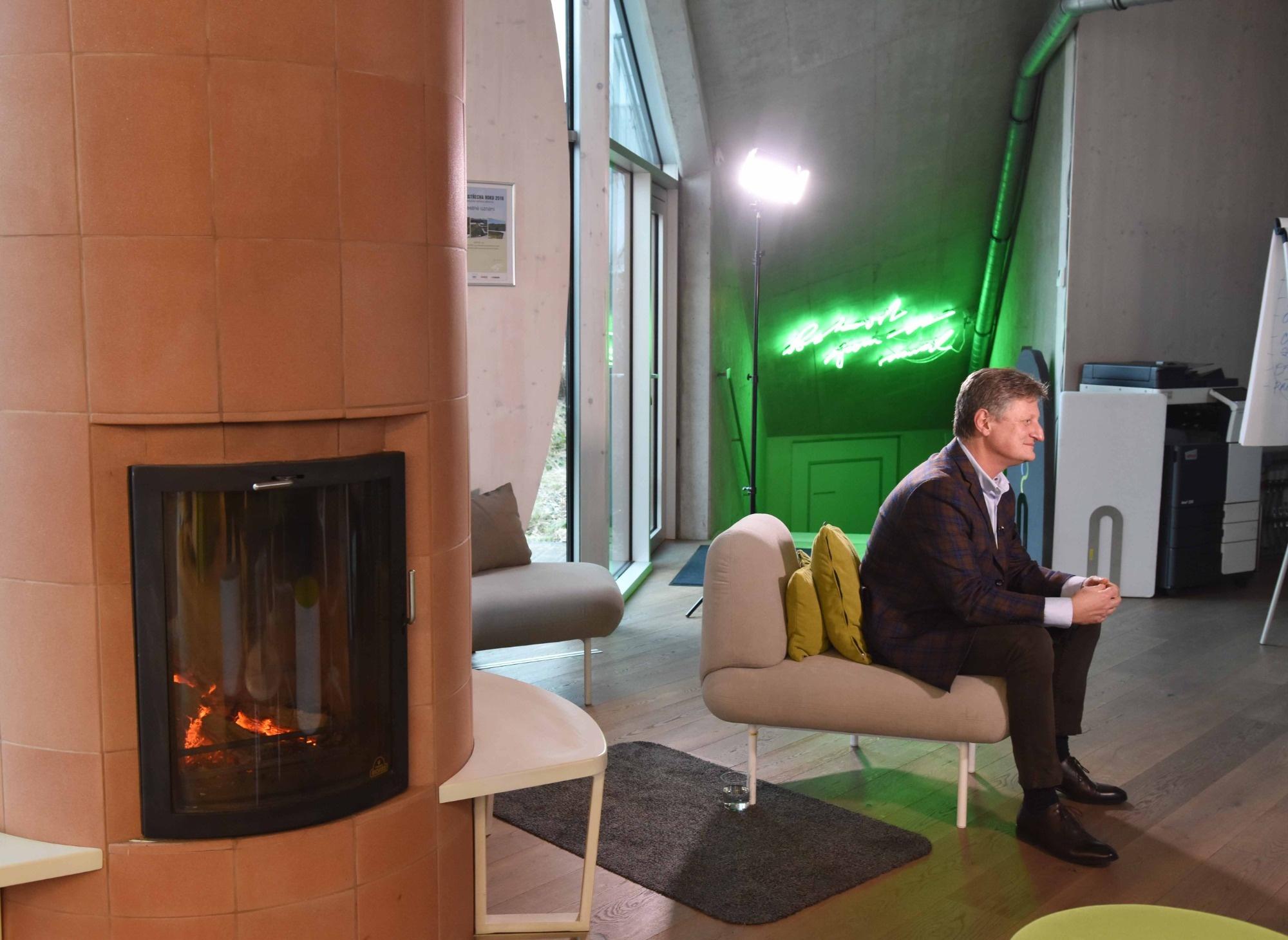 Revoluční zelená hala společnosti LIKO-S v magazínu Víkend